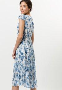 zero - MIT BLUMENDRUCK - Day dress - fresh blue - 2