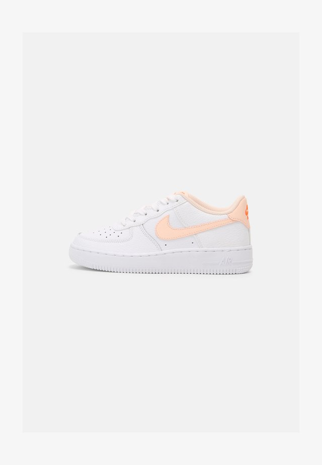 AIR FORCE 1 AN21 BG - Sneakers laag - white/crimson tint/hyper crimson