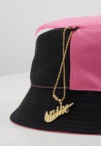 Nike Sportswear - BUCKET CAP - Klobouk - china rose/white/black - 7