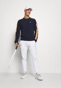 Lacoste Sport - RAINBOW TAPING - Sweatshirt - navy blue/wasp/gladiolus/utramarine/white - 1