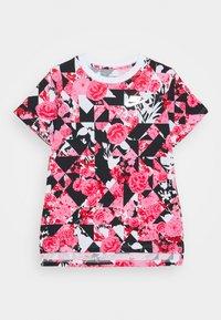 Nike Sportswear - G NSW ICONCLASH AOP DPTL - T-shirt print - university red/black/pink - 0