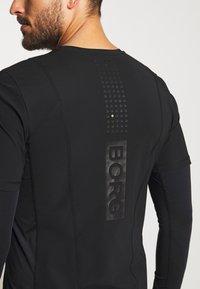 Björn Borg - AVERY TEE - Print T-shirt - black beauty - 4