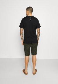 Nike Sportswear - ZIGZAG TEE - Printtipaita - black - 2