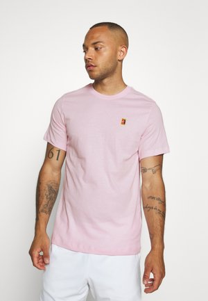 COURT TEE - T-shirt - bas - pink foam