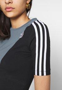 adidas Originals - BODY - Print T-shirt - blue oxide/black - 4