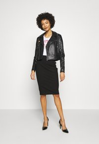 Guess - NATALIA  - Giacca in similpelle - jet black - 1