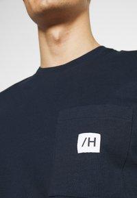 Selected Homme - SLHENZO POCKET O NECK TEE - T-paita - navy blazer - 4