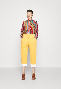 3.1 Phillip Lim - UTILITY TIE WAIST CROPPED TROUSER - Trousers - marigold - 1