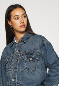 Levi's® - NEW HERITAGE TRUCKER - Denim jacket - blue denim - 4