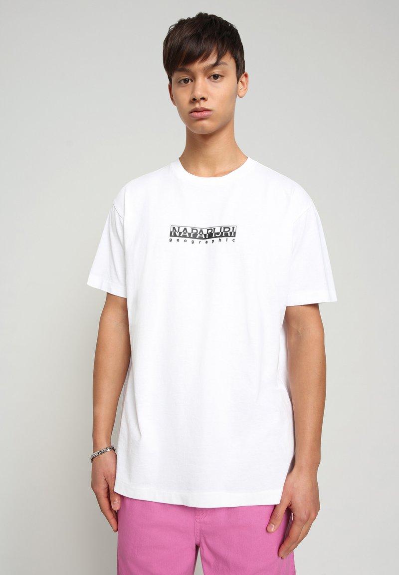 Napapijri - S-BOX   - T-shirt med print - bright white