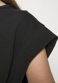 rag & bone - RYDER MUSCLE LABEL - Jednoduché triko - black - 5