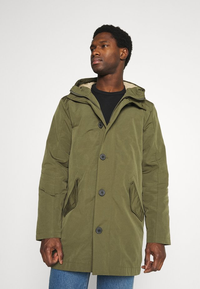 SUSTAINABLE ICONICS - Parka - deep lichen green