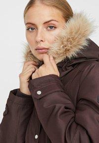 Vero Moda - Płaszcz zimowy - chocolate plum - 4