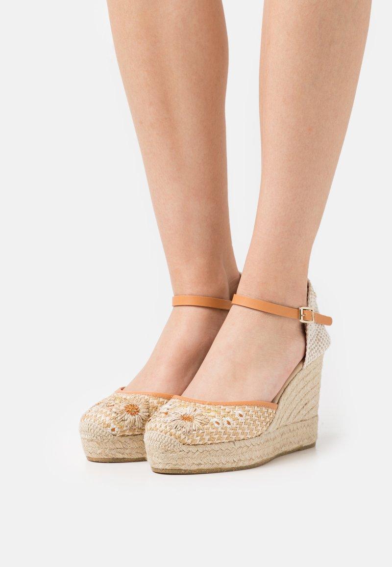 Kanna - INES - Sandales à plateforme - natural/beige