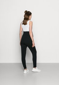 Anna Field MAMA - Spodnie treningowe - black - 2