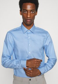 Calvin Klein Tailored - STRUCTURE SLIM  - Formal shirt - light blue - 3