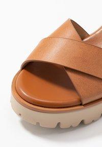 mtng - SABA - Sandály na vysokém podpatku - cognac - 2