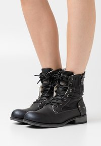 Mustang - Lace-up ankle boots - schwarz - 0