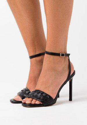 DELLA - Sandały na obcasie - black