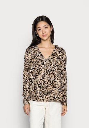 VMUMA  - Long sleeved top - black uma