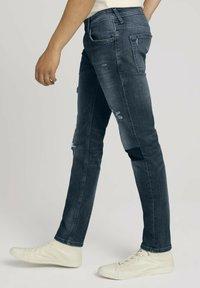 TOM TAILOR DENIM - PIERS - Slim fit jeans - destroyed mid stone blue denim - 3