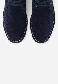 Polo Ralph Lauren - TALAN CHUKKA BOOTS CASUAL - Casual lace-ups - navy - 5