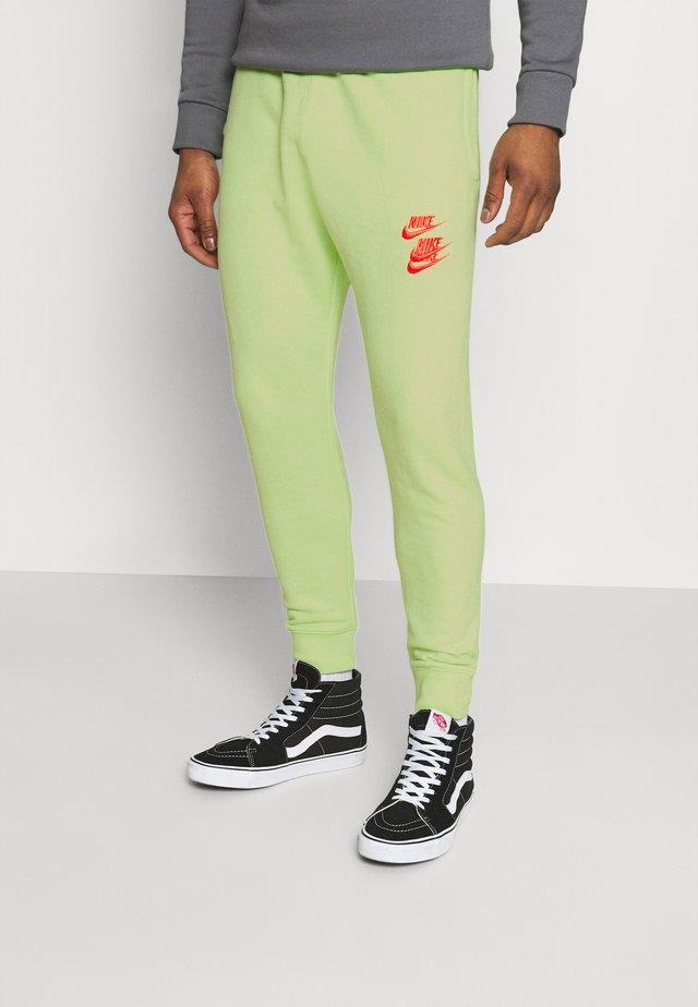 PANT - Teplákové kalhoty - liquid lime