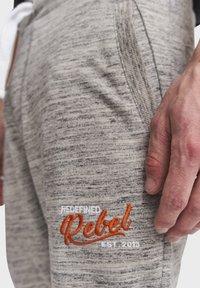Redefined Rebel - PATRICK - Tracksuit bottoms - mid grey melange - 3