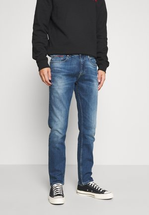 AUSTIN SLIM TAPERED - Jeans slim fit - dynamic chester mid blue
