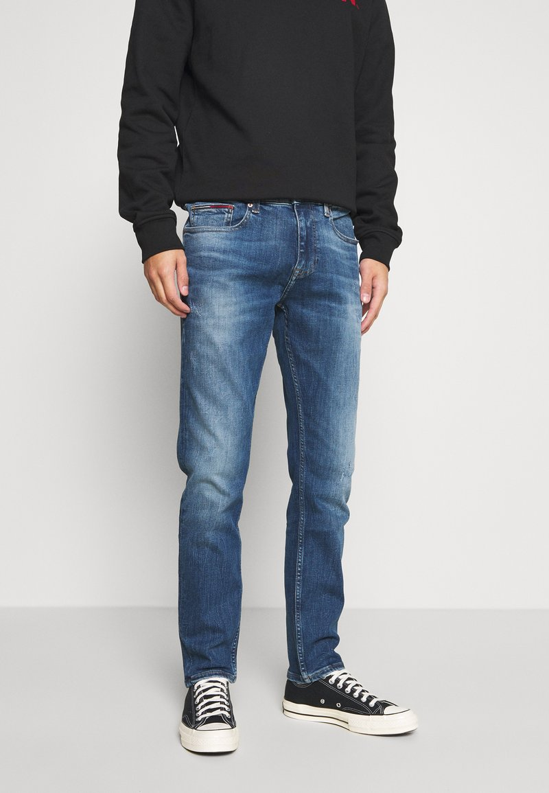 Tommy Jeans - AUSTIN SLIM TAPERED - Slim fit jeans - dynamic chester mid blue