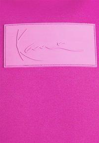 Karl Kani - SMALL SIGNATURE BOX HOODIE UNISEX  - Sweatshirt - pink - 2
