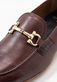 Walk London - GLOVER TRIM - Elegantní nazouvací boty - cognac stone wash - 5