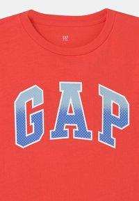 GAP - BOY INTERACT GRAPHIC - T-shirt print - red poppy - 2