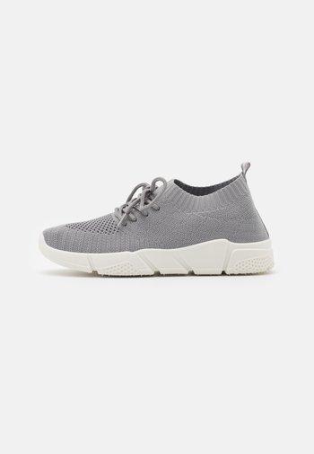 Joggesko - light grey