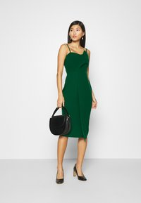 Trendyol - ZÜMRÜT YEŞILI - Koktejlové šaty/ šaty na párty - emerald green - 1