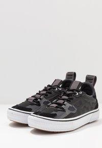 Vans - OVERT CC - Skateskor - black - 2