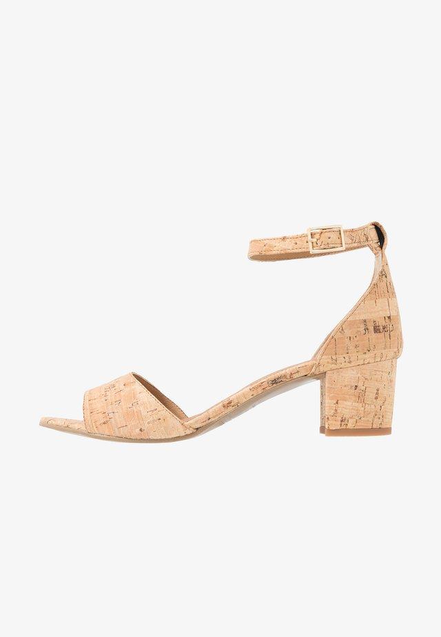 CORA - Sandaalit nilkkaremmillä - beige