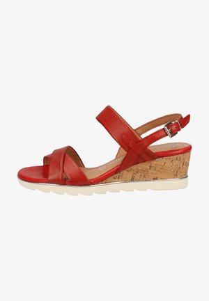 Sandály na klínu - chili