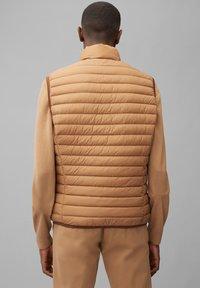 Marc O'Polo - REGULAR FIT - Waistcoat - camel - 2