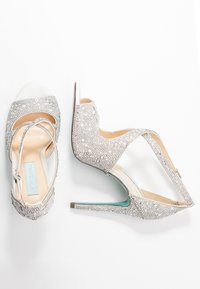 Blue by Betsey Johnson - SAGE - Sandali con tacco - ivory - 3