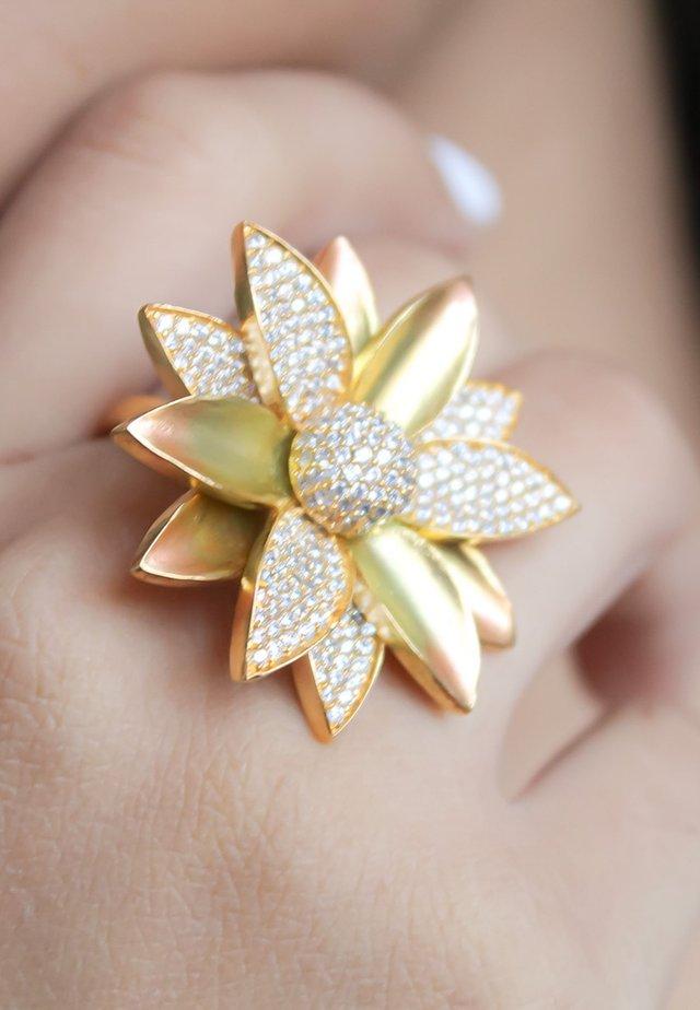 AUTUMN FLOWER - Ringe - gold