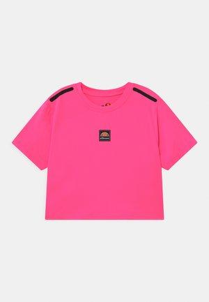 ASALI CROPPED - T-shirt print - neon pink