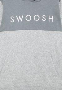 Nike Sportswear - Hoodie - dark grey heather/smoke grey/white - 2