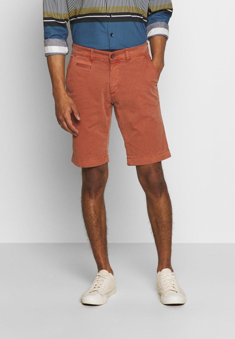 Baldessarini - JOERG - Shorts - metallic red