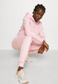 Guess - ALEXANDRA LONG PANT - Tracksuit bottoms - taffy light pink - 3