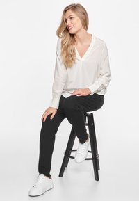 CADDIS FLY - ADMIRABLE - Blouse - off white - 6