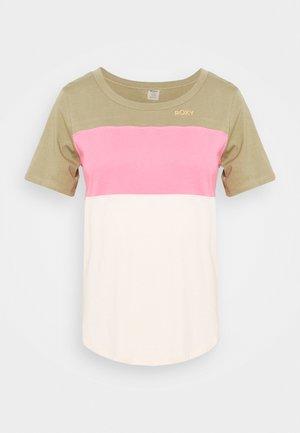 ROD TEES - Print T-shirt - covert green