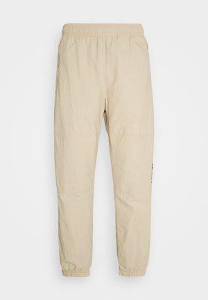 NOVELTY TRACK PANT UNISEX - Tracksuit bottoms - grain/velvet brown