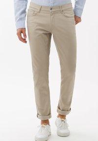 BRAX - STYLE CHUCK - Straight leg jeans - beige - 0