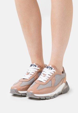 WOOSTER 2.0  - Sneakers laag - nude